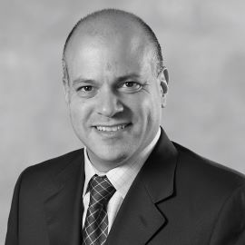 Dr. Robrt Luntz